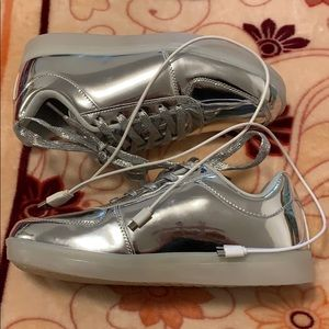 Forever women's silver light up shoes, size 9 new